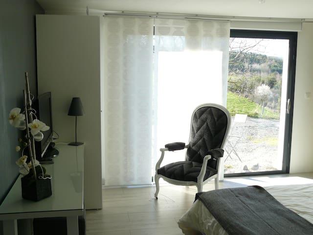 Chambre cosy à la campagne - Lézigneux - House