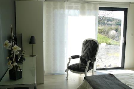 Chambre cosy à la campagne - Lézigneux - Дом