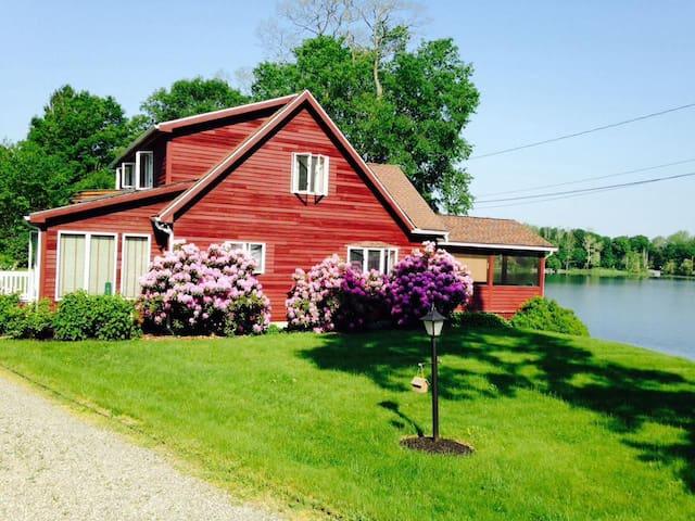 Hudson Valley Lakehouse Getaway - Stanfordville - House