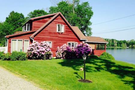 Hudson Valley Lakehouse Getaway - Stanfordville - Hus