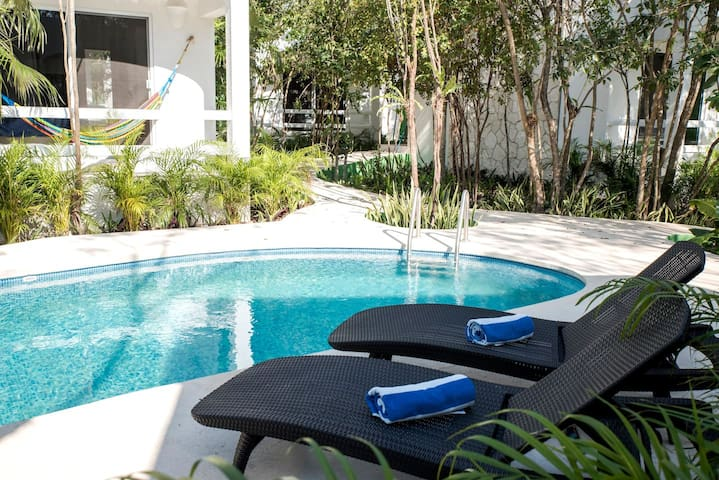 NEW 2BED Condo! Best Location!! Bikes+Pool+AC!!!