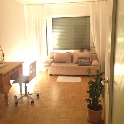 Cozy room with balcony garden view - Munich - Appartement