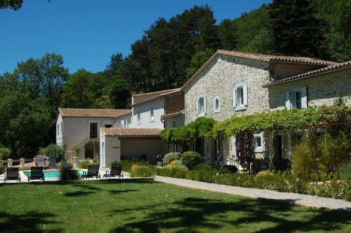 Les Jardins de Soulane - Gîtes ( site Web )