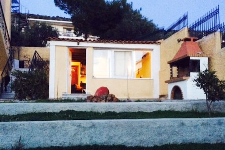 Μικρή ανεξάρτητη οικία με κήπο - Plaka
