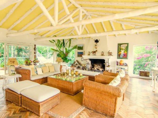 Charming luxury home & gardens Santandercito