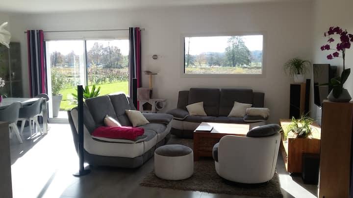 Maison moderne au calme, vue sur Bouvent