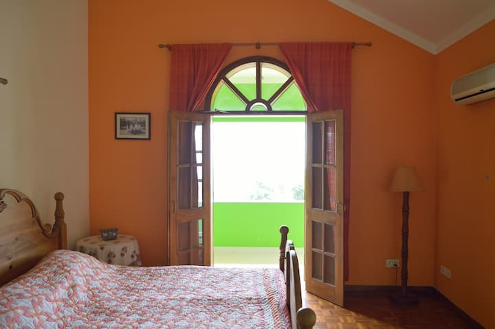 Mahavan home within hills - The Orange Room