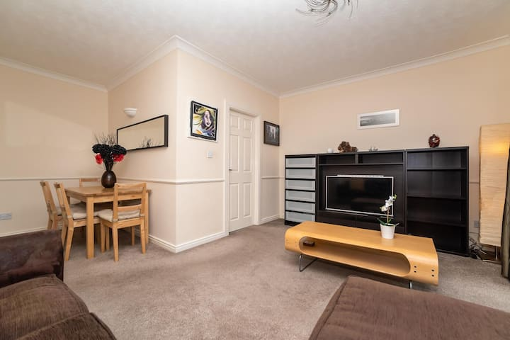 Quiet Central Quayside Flat 9 - Free Parking