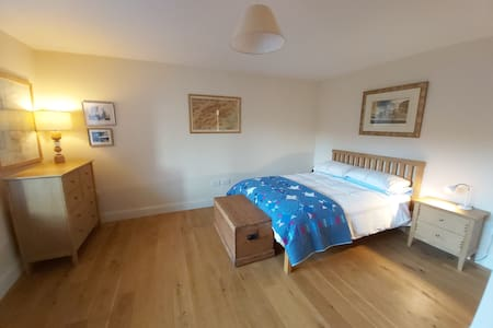 Private bedroom in beautiful country home, Comrie