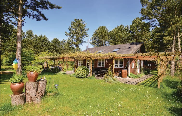 Holiday cottage with 2 bedrooms on 98m² in Rødby