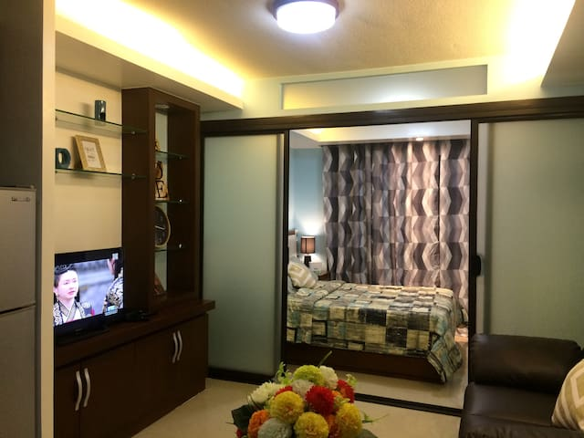 Cozy 1BR Near SM, w/ Wifi, Netflix, Iflix and etc