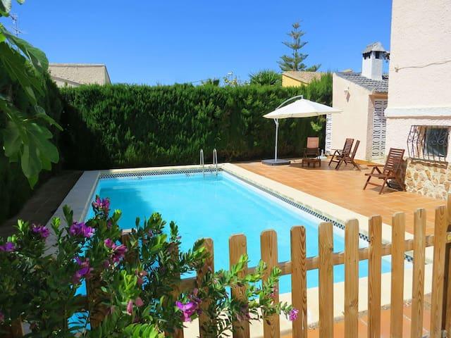 Encantadora Villa con piscina y jardín - L'Eliana