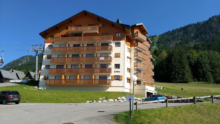 Apartment on ski slope (4-6 people)