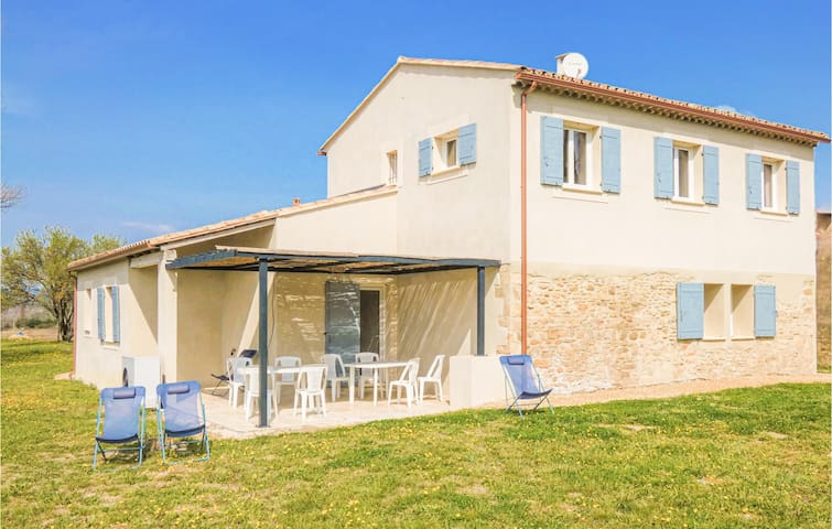 Amazing home in Bonnieux with WiFi and 3 Bedrooms