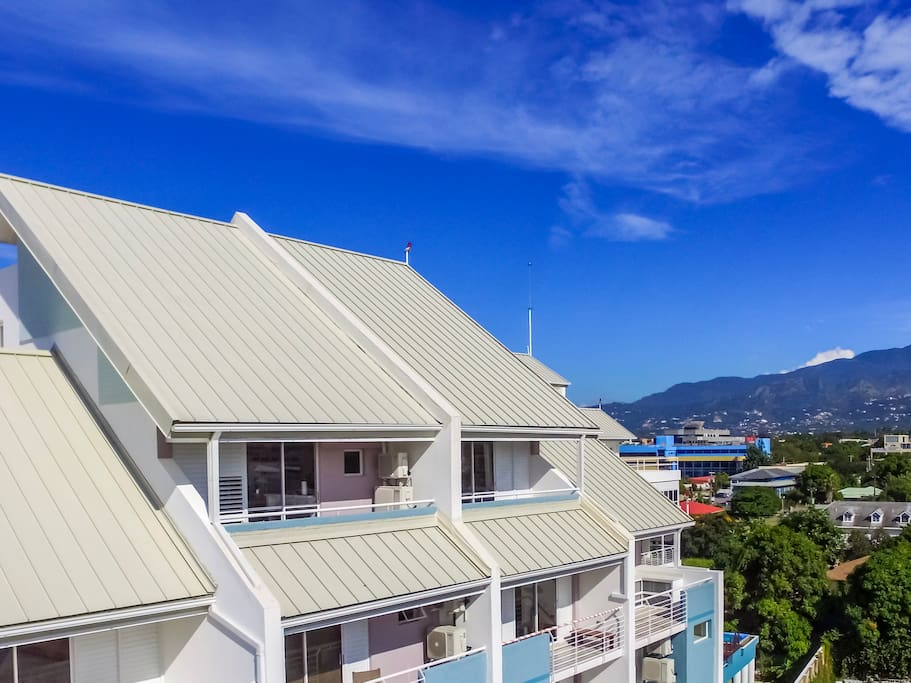 Luxurious 1 bedroom penthouse apartment located on the top floor (7th) of a new gated complex with spectacular views of the city, mountains and ocean