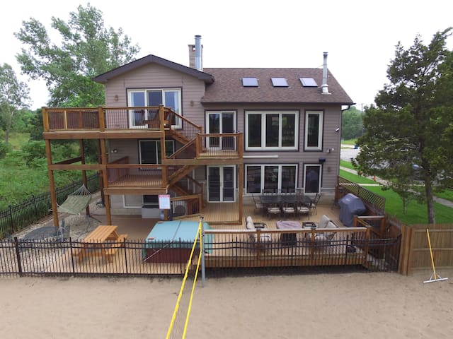 Beachfront Slps 19, Chicago, Ask for Rates 2+ ngts - Gary - Casa