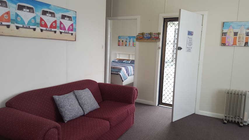Unit 1 -Clean retro affordable (3 units available) - South West Rocks - Flat