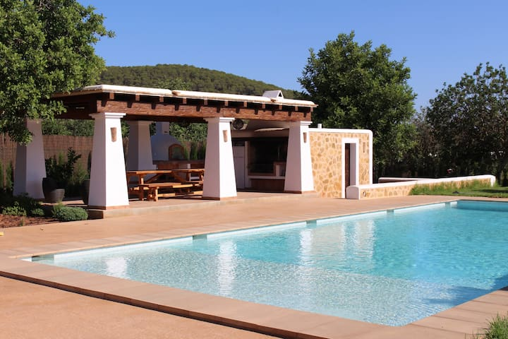 Beautiful Ibizean country villa with swimmingpool