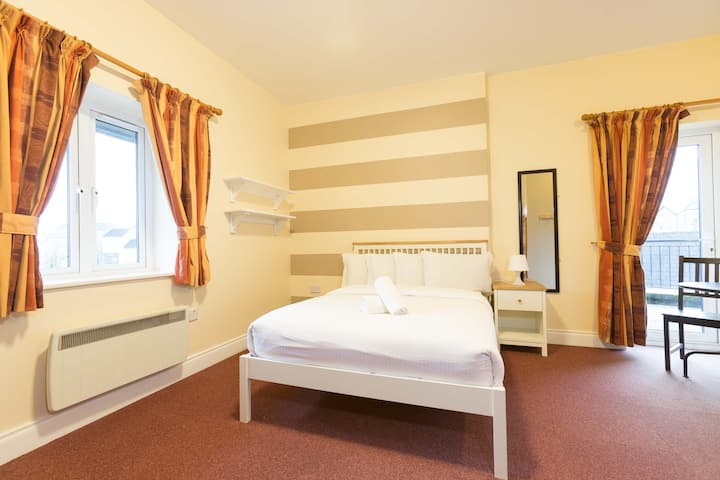 Rowan Tree Hostel Double En-suite room