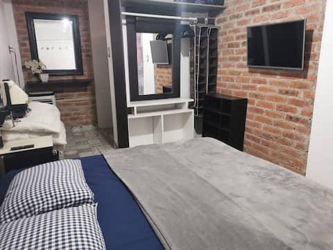 Habitación en zona privada con todos los servicios