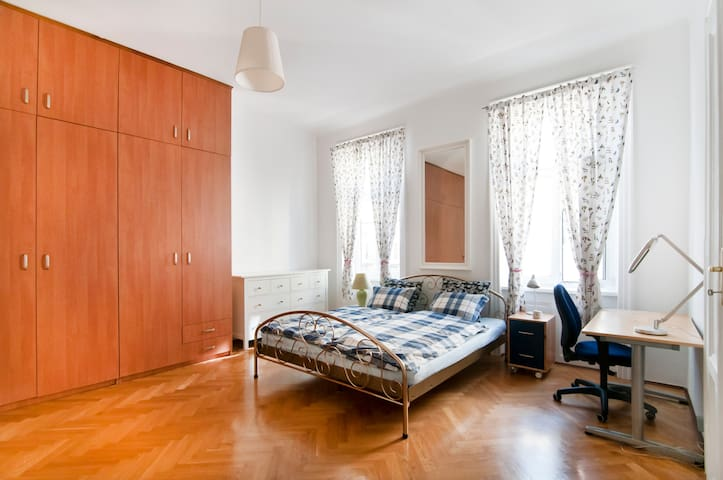 Spacious apartment close to Vienna city centre