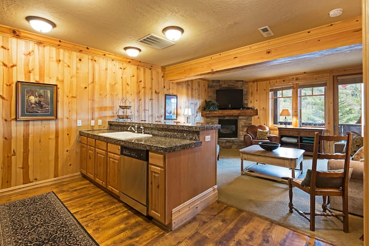 1 BR Condo at Base of Deer Valley, Private Hot Tub