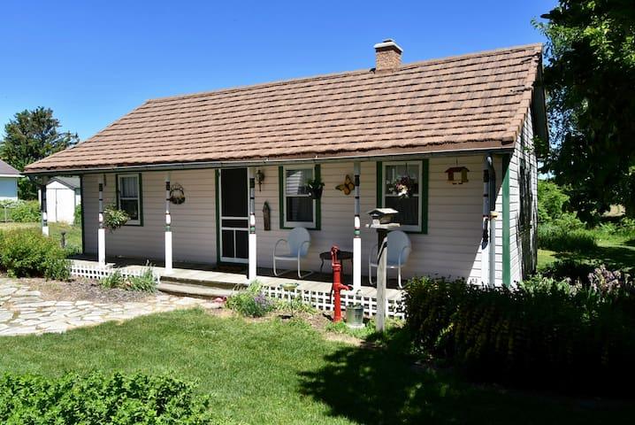 Historic Vacation Cottage near Kewaunee