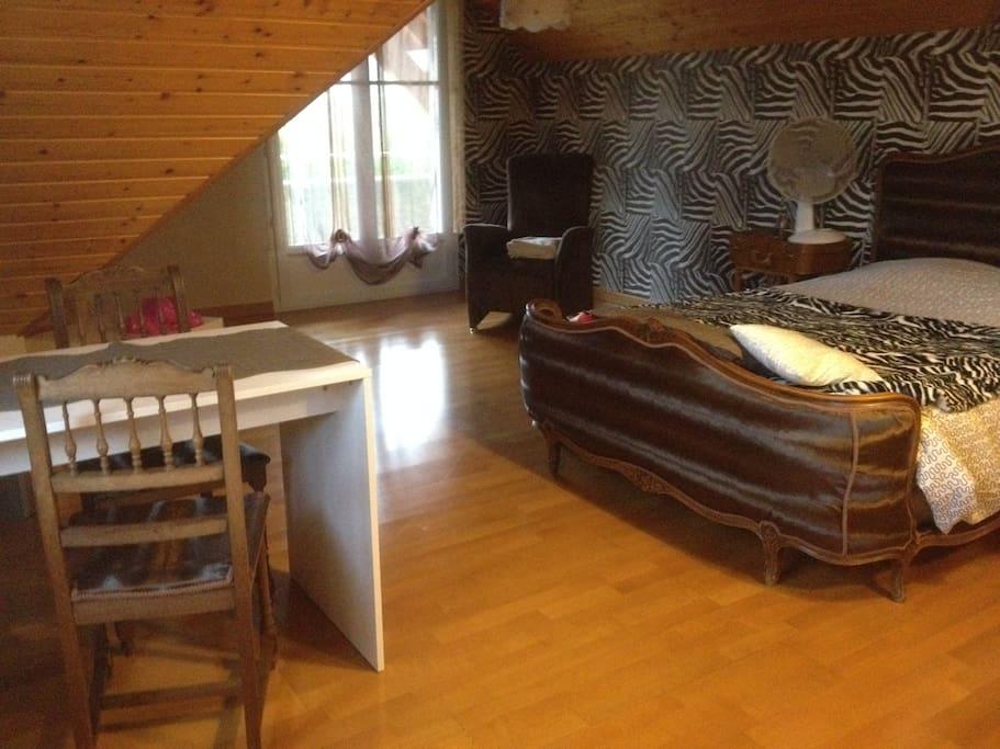 1 chambre pour 2 personnes avec petit canap villas for Chambre 6 personnes paris