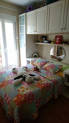Bonita habitación con balcón - Madrid - Apartment