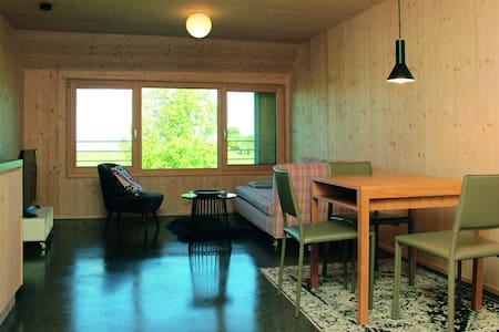 Neue, charmante Ferienwohnung mit Seeblick