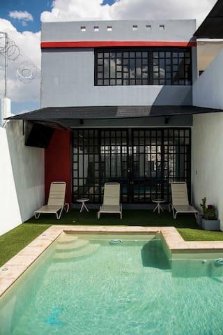 Casa de campo con alberca y arena - Tlajomulco de Zúñiga  - House