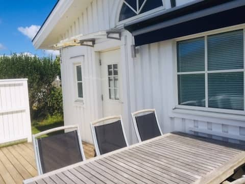 Cosy Summer house 100m from the sea