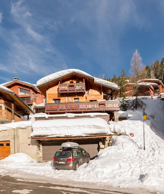 The chalet with two garages and parking-lots