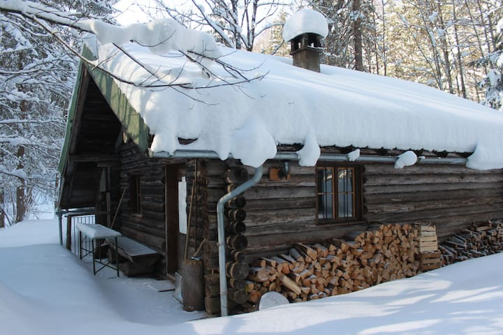 Urige Selbstversorgerhütte im Wald - Lenggries