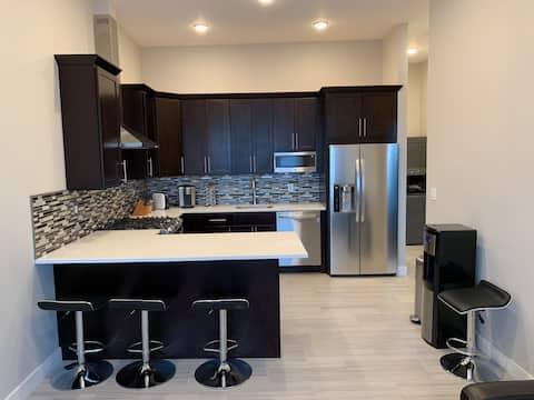 Luxury 1 bedroom apartment right across New York.
