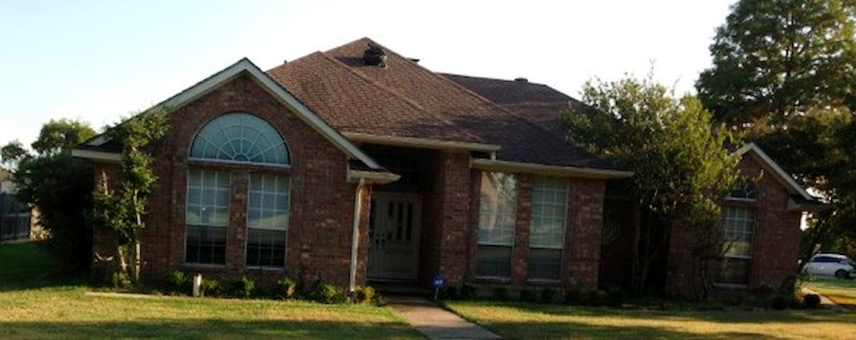 Private Room in East Dallas home - FEMALE ONLY