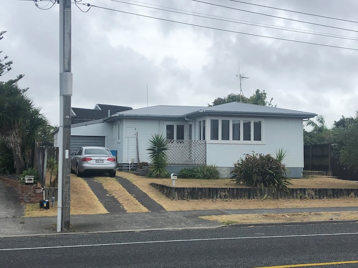 Papamoa Beach Road Bach