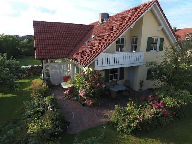 ❤️Liebevolle Landhausvilla im Naturpark Augsburg - Fischach - Casa