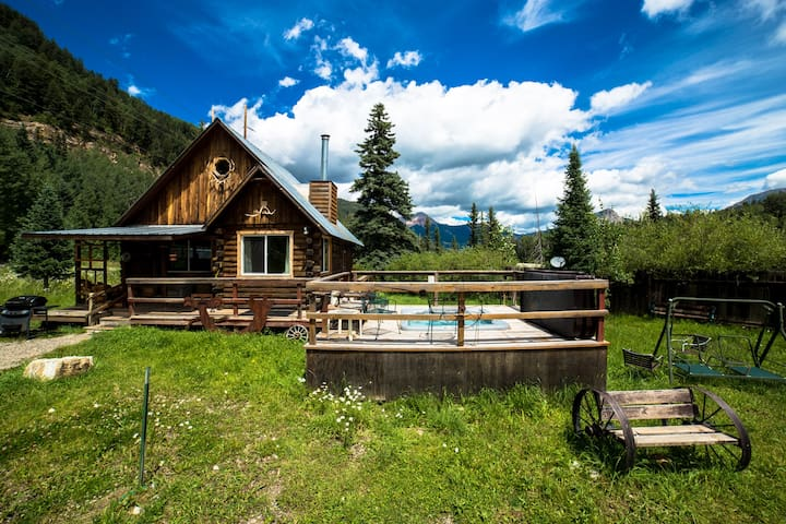 The Nugget Cabin with Hot Tub close to Purgatory - Durango