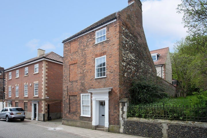 Two-storey apartment in city centre