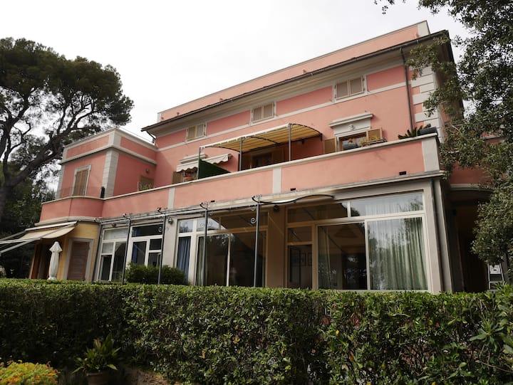 """""""Glicine"""" appartamento in villa sul mare"""