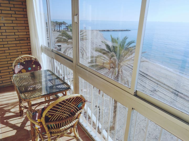 Flat on seafront promenade overlooking the beach