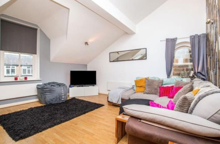 Fantastic Harrogate Centre Top Floor Apartment