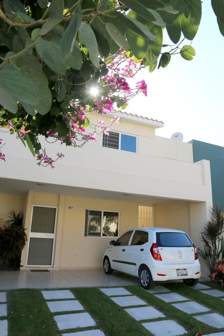 V. close to bus station & airport