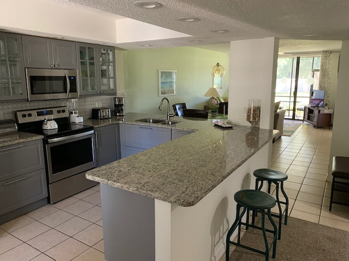 Beautiful Condo close to beaches and IMG (3052)
