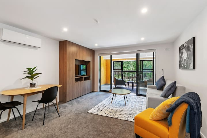 Inner City Living - Spacious and Light Apartment