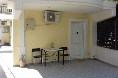 Άνετο διαμέρισμα κοντά στο κέντρο της Πάτρας.
