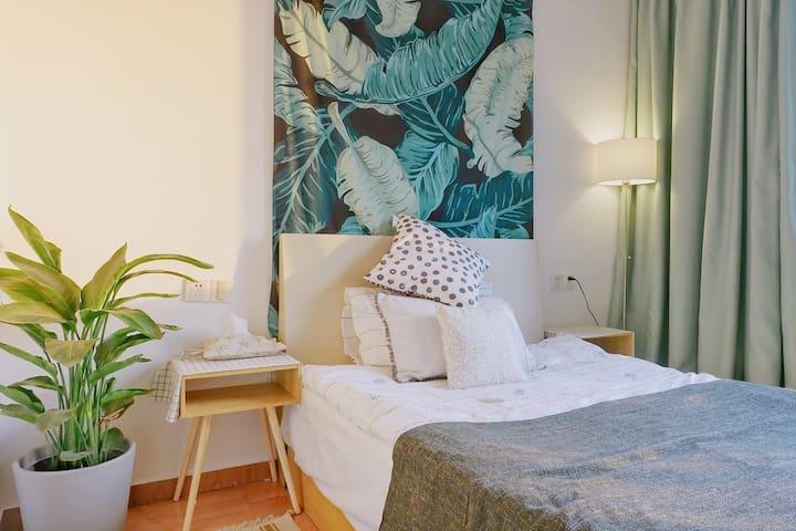 Light&Cozy private room in central Ningbo.