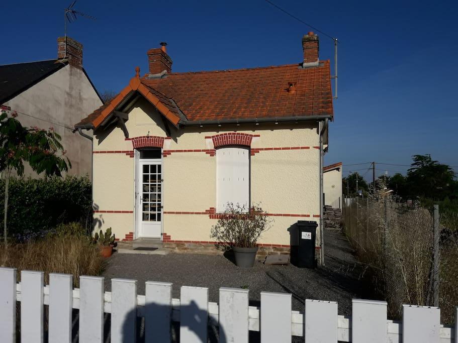 Petite maison de bord de mer maisons louer saint michel chef chef pays de la loire france - Petite maison a renover bord de mer ...