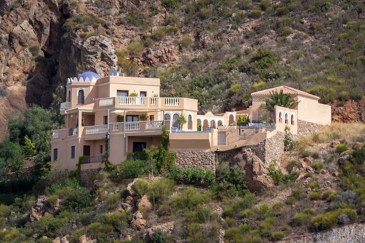 Beautiful Luxury Villa with pool & stunning views